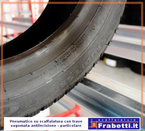 Gli scaffali porta gomme hanno la trave appositamente sagomata per il carico degli pneumatici, prevenendo la formazione di incisioni sulle gomme, anche quando rimangono in magazzino per lungo periodo.