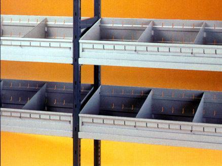 Frabetti: scaffalature a ripiani agganciati con vaschette ricambi
